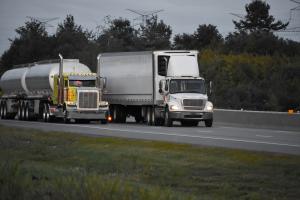 Desmobilização dos bloqueios nas rodovias segue evoluindo  e perspectiva é de que o movimento dos caminhoneiros se encerre nos próximos dias